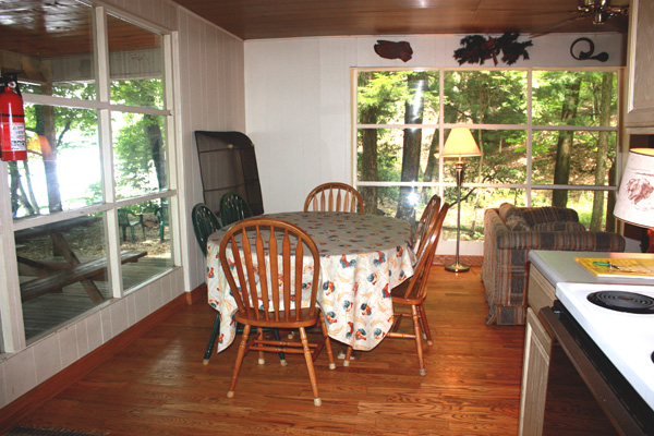 Wild Turkey Riverfront Cabins - Dining Area With River View