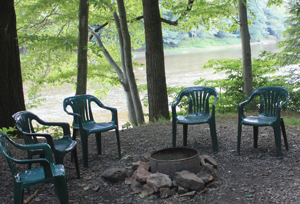 Wild Turkey Riverfront Cabins - Fire Ring with River View in Background